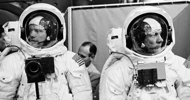astronautas-voltando-da-lua